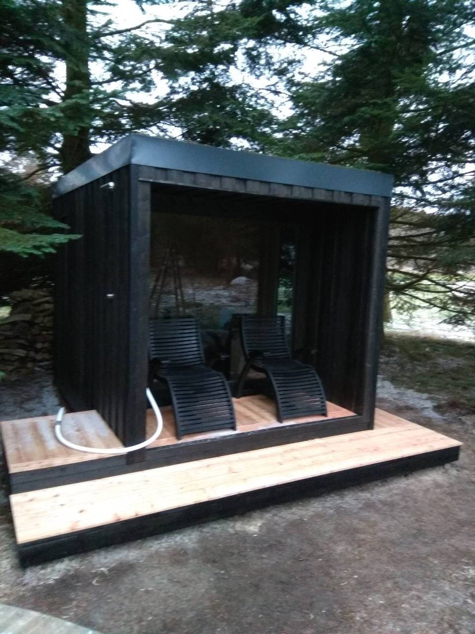 INUA-Baldur-udendørs-finsk-sauna-med-terasse_Mols-Bjerge